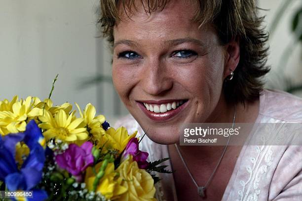 Andrea Ballschuh Berlin Deutschland Europa Homestory Schauspielerin Blumen