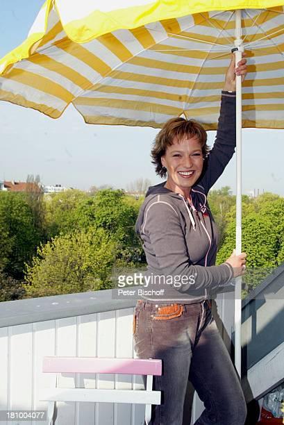 Andrea Ballschuh, Berlin, Deutschland, Europa, Homestory, , Schauspielerin, Terrasse, Sonnenschirm,