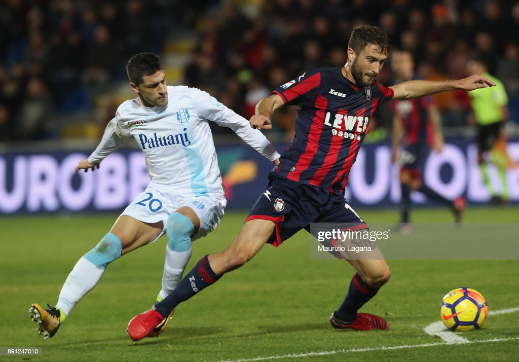 Andrea Barberis (R) of Crotone competes for the ball with Manuel Pucciarelli of Chievo during the Serie A match between FC Crotone and AC Chievo Verona at Stadio Comunale Ezio Scida on December 17, 2017 in Crotone, Italy.
