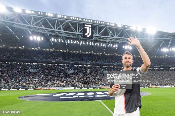 Andrea Barzagli of Juventus greets the fans and say farewall goodbye to the world of the football before the Serie A match between Juventus and...