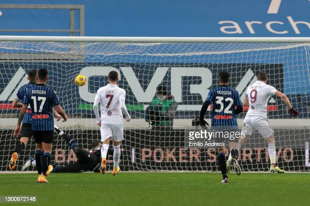 Andrea Belotti of Torino FC scores the rebound for his team's first goal, after missing a penalty during the Serie A match between Atalanta BC and...