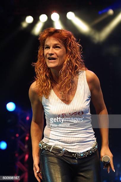 Andrea Berg 'Die grosse WDR 4SchlagerStarparade' Oberhausen Sängerin Auftritt Bühne Mikrophon Lederhose Promi PNr1099/2003 HS Foto PBischoff/CD