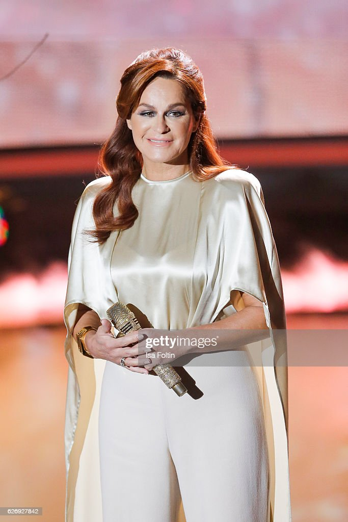 Andrea Berg performs at the tv show 'Die schoensten Weihnachtshits' on November 30, 2016 in Munich, Germany.