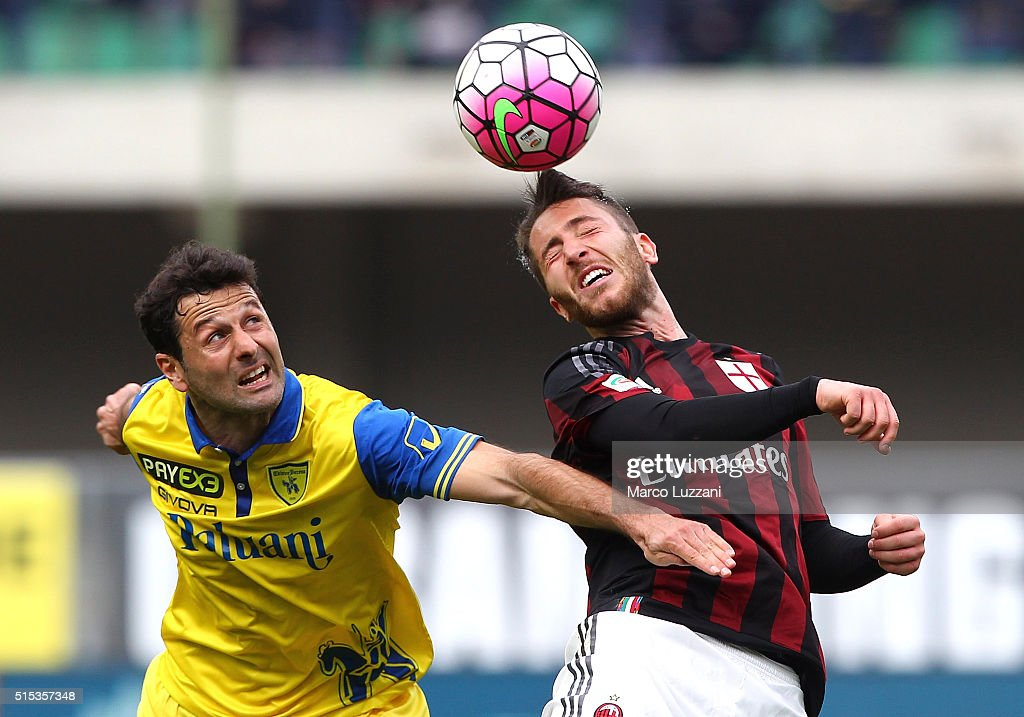 Andrea Bertolacci (R) of AC Milan competes for the ball with Massimo Gobbi (L) of AC Chievo Verona during the Serie A match between AC Chievo Verona and AC Milan at Stadio Marc'Antonio Bentegodi on March 13, 2016 in Verona, Italy.