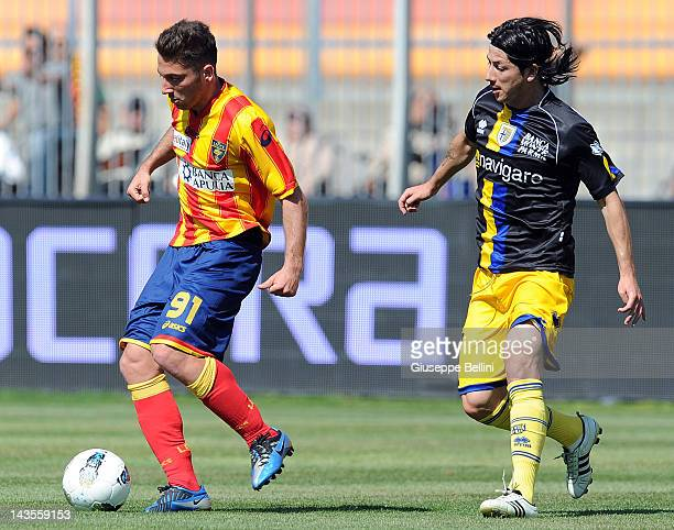 Andrea Bertolacci of Lecce and Jaine Valdes of Parma in action during the Serie A match between US Lecce and Parma FC at Stadio Via del Mare on April...