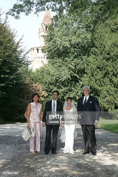 Andrea Camerera and Alexia Aquilani with wedding guests