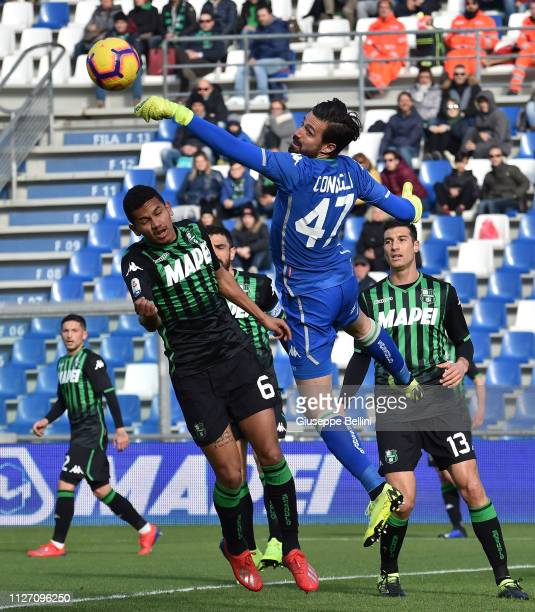 Andrea Consigli of US Sassuolo in action during the Serie A match between US Sassuolo and SPAL at Mapei Stadium Citta' del Tricolore on February 24...