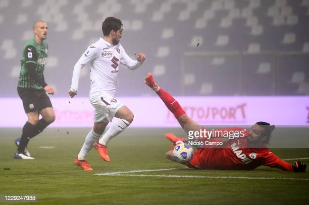 Andrea Consigli of US Sassuolo makes a save on Simone Verdi of Torino FC during the Serie A football match between US Sassuolo and Torino FC The...