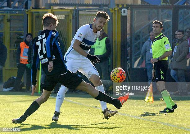 Andrea Conti of Atalanta BC competese with Alexis Telles of Internazionale Milano during the Serie A match between Atalanta BC and FC Internazionale...