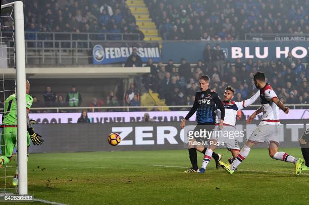 Andrea Conti of Atalanta scores the opening goal during the Serie A match between Atalanta BC and FC Crotone at Stadio Atleti Azzurri d'Italia on...