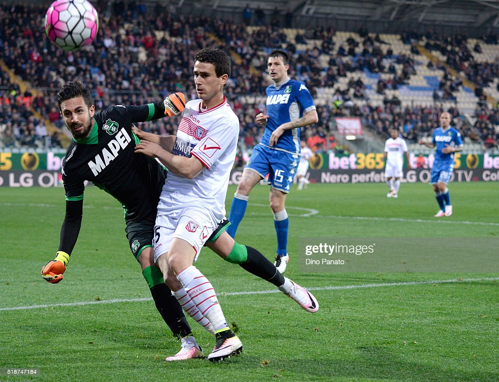 Andrea Cosigli (L) goalkeeper o US Sassuolo save a the feet by Kevin Lasagna of US Sassuolo during the Serie A match between Carpi FC and US Sassuolo Calcio at Alberto Braglia Stadium on April 2, 2016 in Modena, Italy.
