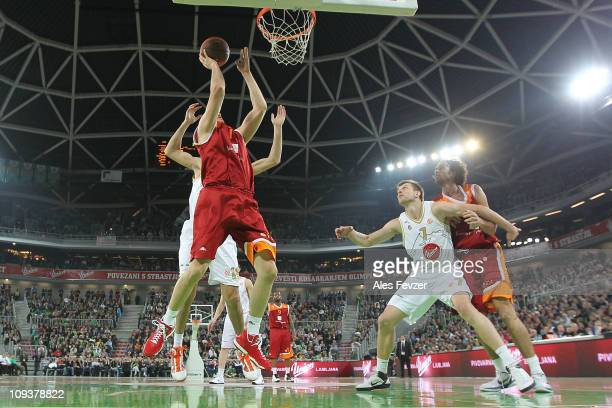 Andrea Crosariol #11 of Lottomatica Roma competes with Giorgi Shermadini #16 of Union Olimpija during the 20102011 Turkish Airlines Euroleague Top 16...