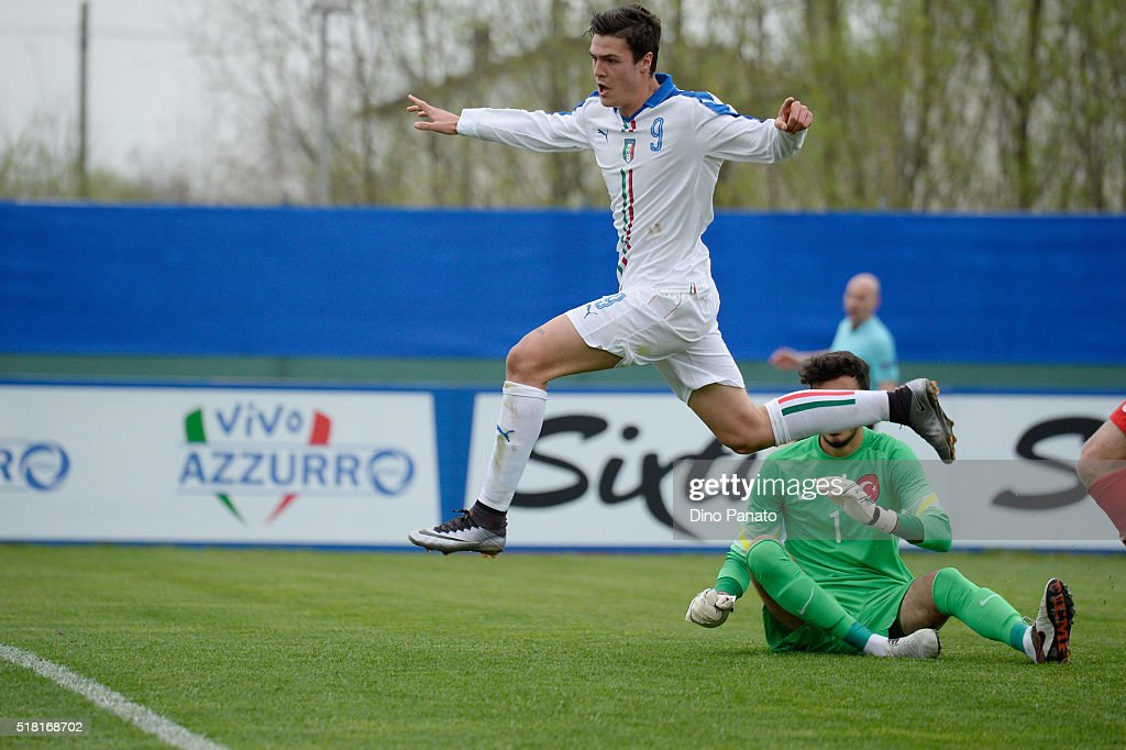 Andrea Favilli of Italy U19 scores his opening goal during the UEFA European U19 Championship Elite Round match Italy and Turkey at Stadio Comunale on March 30, 2016 in Caldogno, Italy.