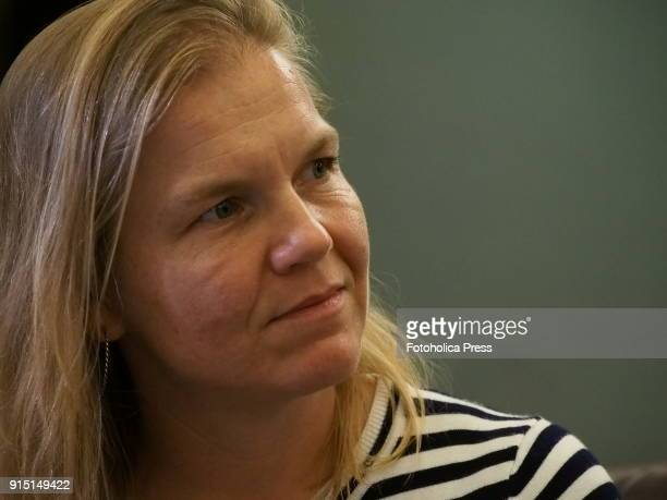 """Andrea Johnson,from the Environmental Investigation Agency , presents to the foreign press accredited in Peru the multi-year report, entitled """"Moment..."""