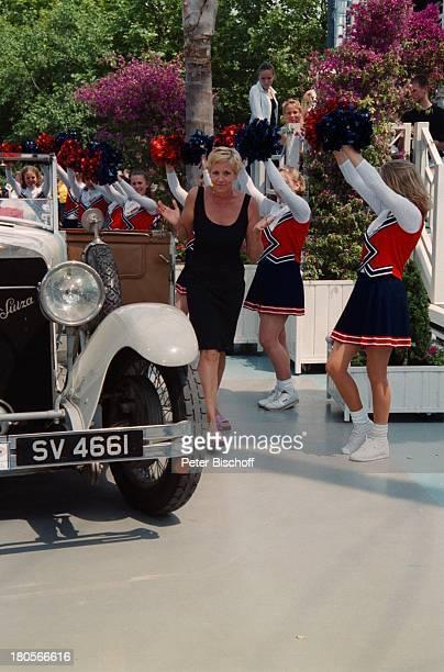 Andrea Kiewel Cheerleader ZDFShowFernsehgarten Mainz Oldtimer Pkw