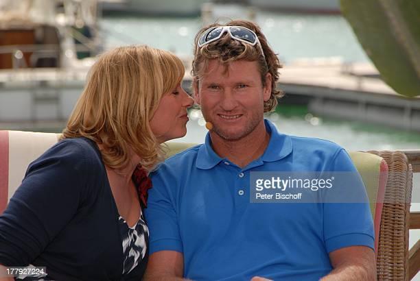 "Andrea Kiewel flirtet mit Björn Dunkerbeck , ZDF-Show ""Die Frühlingsshow"" , Yachthafen Marina Rubic—n, Terrasse ""Lanis Grill"", Playa Blanca, Insel..."
