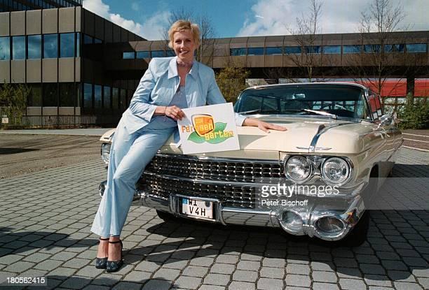 Andrea Kiewi KiewelZDFFernsehgarten ModeratorinCadillac American Classic Car AutoMainzLerchenberg Schild Logo Plakat