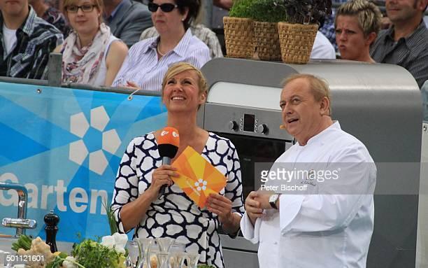 Andrea Kiwi Kiewel Alfons Schuhbeck Publikum ZDFSonntagsshow Fernsehgarten Mainz RheinlandPfalz Deutschland Europa Bühne Auftritt Mikro Moderation...