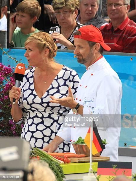 Andrea Kiwi Kiewel Andreas CStuder ZDFSonntagsshow Fernsehgarten Mainz RheinlandPfalz Deutschland Europa Bühne Auftritt Mikro Moderation OpenAir...