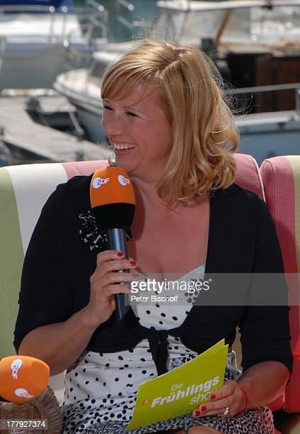 Andrea Kiwi Kiewel beim RoyalTalk über die Hochzeit von Prinz William von England und Verlobte Kate Middleton am ZDFShow Die Frühlingsshow Yachthafen...