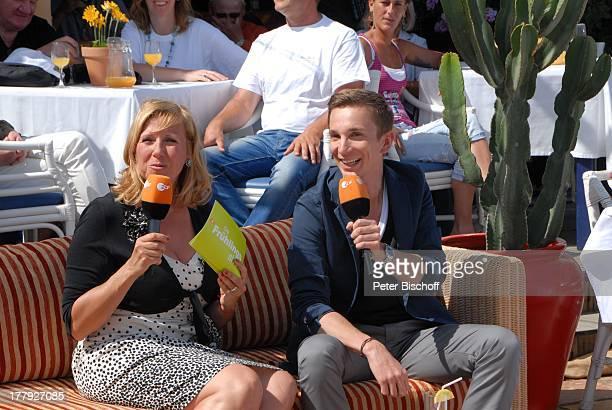 "Andrea ""Kiwi"" Kiewel , Eric Mayer , ZDF-Show ""Die Frühlingsshow"" , Yachthafen Marina Rubic—n, Terrasse ""Lanis Grill"", Playa Blanca, Insel Lanzarote,..."