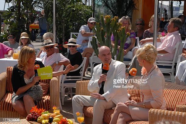 Andrea Kiwi Kiewel Philipp von Senftleben Desiree Nick ZDFShow Die Frühlingsshow Yachthafen Marina Rubic—n Terrasse Lanis Grill Playa Blanca Insel...