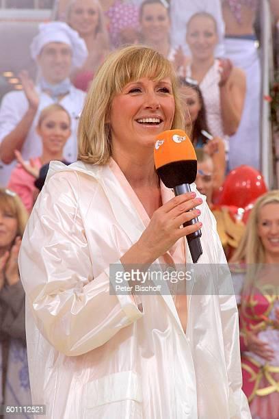 Andrea Kiwi Kiewel ZDFSonntagsShow Fernsehgarten Mainz RheinlandPfalz Deutschland Europa Auftritt Bühne Mikro Promi BB FTP PNr 639/2010 Foto...