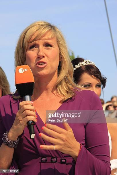 Andrea Kiwi Kiewel ZDFSonntagsShow Fernsehgarten Mainz RheinlandPfalz Deutschland Europa Mikrofon Logo Moderation Moderatorin Promi NB FTP PNr...