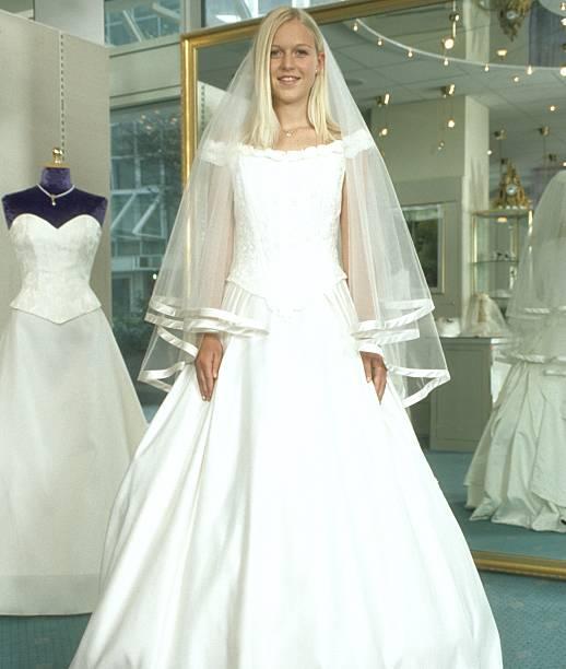 Andrea Klappert (Verlobte von M A X I A R L A N D), Brautmodeng ...