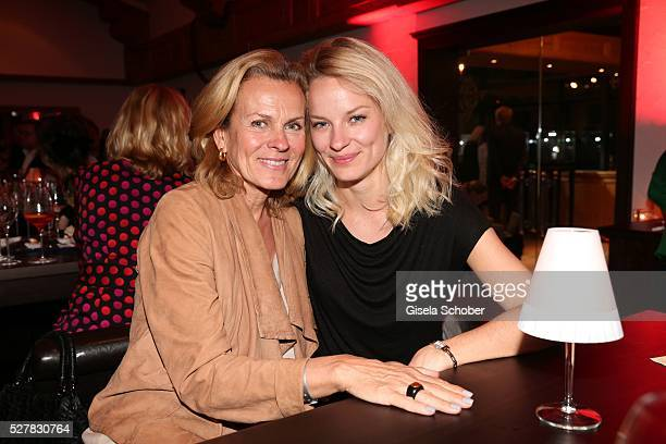 Andrea L' Arronge and her daughter Jessica Reichenwallner during the Wempe Piano Night at Gruenwalder Einkehr on May 3 2016 in Munich Germany