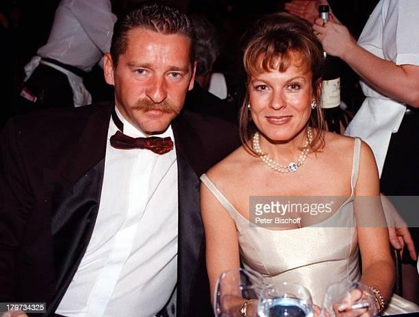 Andrea L' Arronge mit Ehemann CharlyReichenwallner Deutscher Filmball 1998Sexy Abendkleid München Bayern Deutschland Europa Hotel Bayerischer Hof