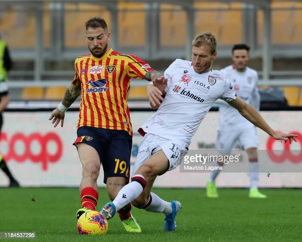 Andrea Lamantia of Lecce competes for the ball with Ragnar klavan of Cagliari during the Serie A match between US Lecce and Cagliari Calcio at Stadio...