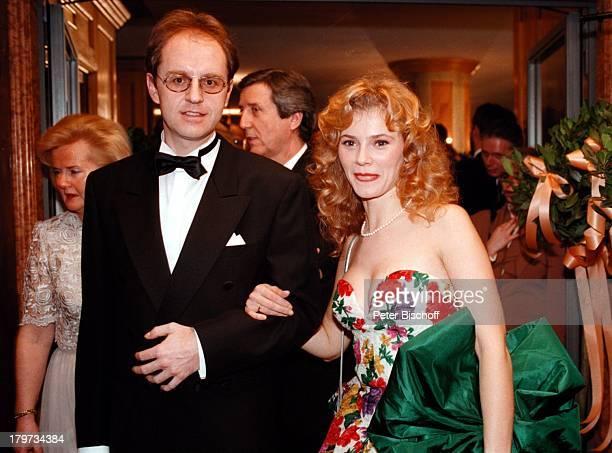"""Andrea Lamatsch mit Ehemann Manfred;Lielacher, """"Deutscher Filmball 1998"""",;Sexy, Abendkleid, München, Bayern, Deutschland, Europa, Hotel """"Bayerischer..."""