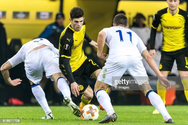 Andrea Masiello of Atalanta Bergamo Christian Pulisic of Borussia Dortmund Remo Freuler of Atalanta Bergamo during the UEFA Europa League round of 32...