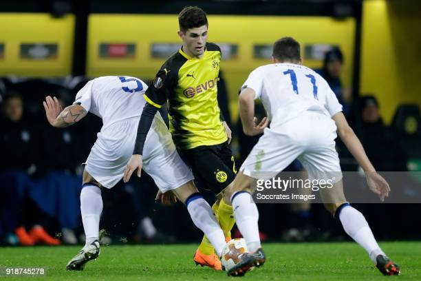 Andrea Masiello of Atalanta Christian Pulisic of Borussia Dortmund Remo Freuler of Atalanta during the UEFA Europa League match between Borussia...