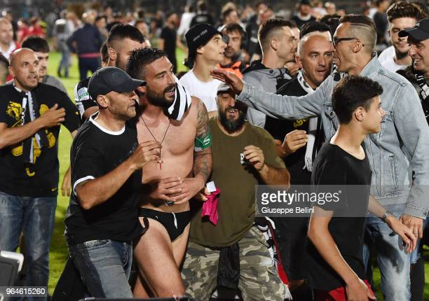 Andrea Mengoni of Ascoli Picchio FC 1898 celebrates salvation in Serie B after the Serie B Playout match between Ascoli Picchio FC 1898 and Virtus...