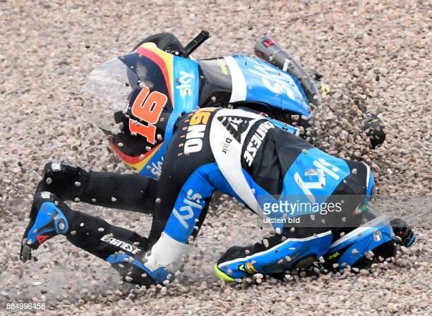 Andrea Migno Italien KTM stuerzt waehrend der Qualifikation der Moto3 auf dem Sachsenring in HohensteinErnstthal Deutschland Deutschland Germany...