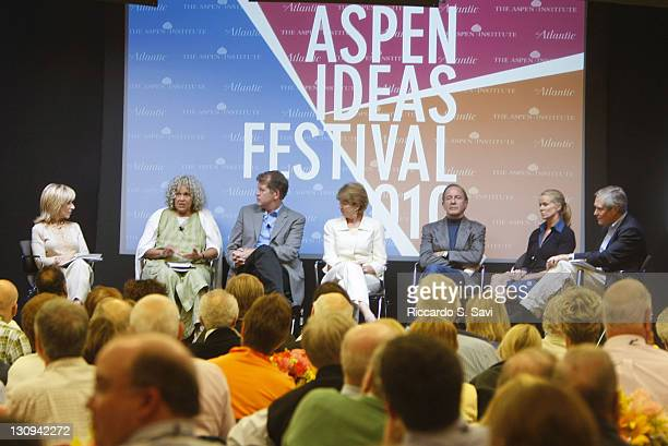 Andrea Mitchell Charlayne HunterGault Steve Clemons Elisabeth Bumiller Mort Zuckerman Katty Kay and James Fallows attend Media Roundtable How Does...