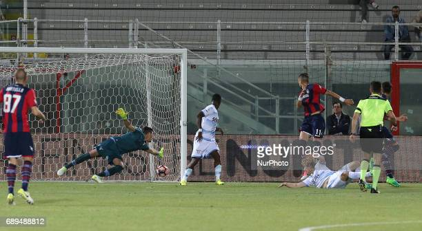 Andrea Nalini of FC Crotone scores a first goal during the Serie A match between FC Crotone and SS Lazio at Stadio Comunale Ezio Scida on May 28 2017...
