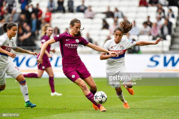 Andrea Norheim of Lyon and Jill Scott of Manchester during the UEFA Women's Champions League Semi Final Second Leg match between Olympique Lyonnais...