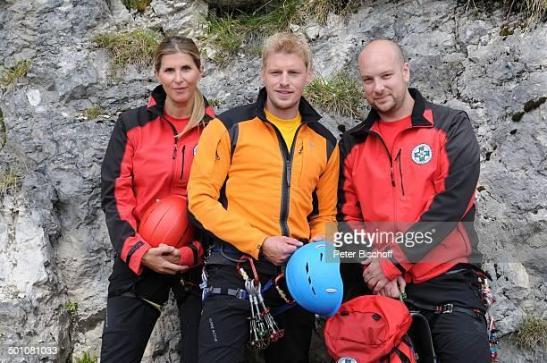 Andrea Paula Paul Martin Gruber Stephan Zinner ZDFSerie Die Bergwacht Ramsau am Dachstein Steiermark Österreich Europa Gebirgswand Berg Uniform...