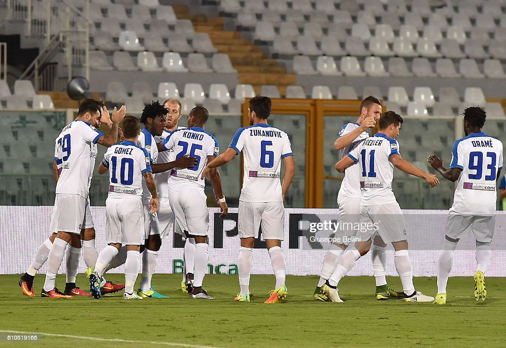 Andrea Petagna of Atalanta BC celebrates with teammates after scoring the opening goal during the Serie A match between FC Crotone and Atalanta BC at Adriatico Stadium on September 26, 2016 in Pescara, Italy.
