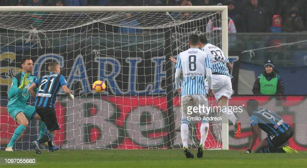 Andrea Petagna of Spal scores the opening goal during the Serie A match between Atalanta BC and SPAL at Stadio Atleti Azzurri d'Italia on February 10...