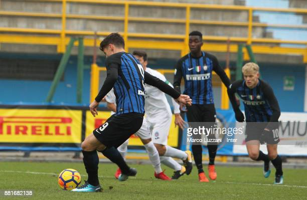 Andrea Pinamonti of FC Internazionale scores the opening goal from the penalty spot during the Serie A Primavera match between FC Internazionale U19...