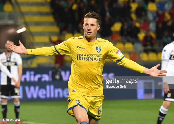 Andrea Pinamonti of Frosinone Calcio celebrates after scoring opening goal during the Serie A match between Frosinone Calcio and Parma Calcio at...