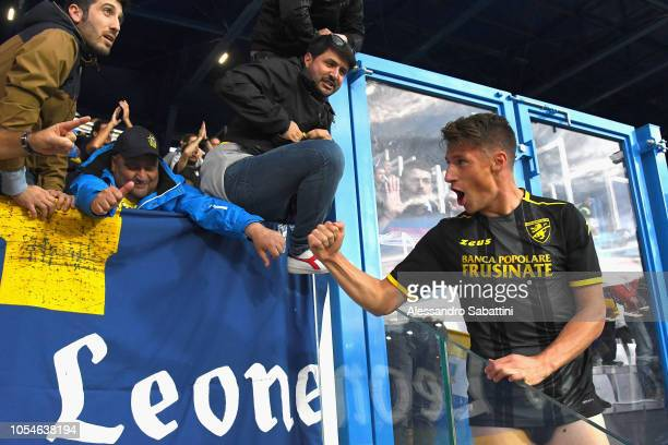 Andrea Pinamonti of Frosinone Calcio celebrates the victory after the Serie A match between SPAL and Frosinone Calcio at Stadio Paolo Mazza on...