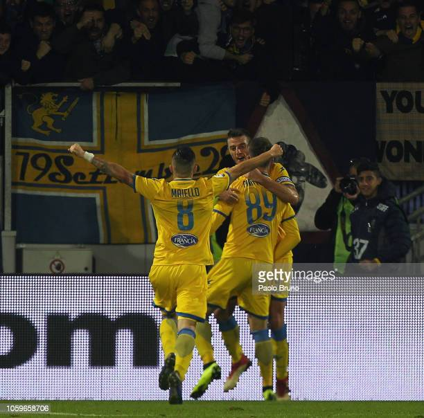 Andrea Pinamonti of Frosinone Calcio celebrates with team mates after scoring his team's first goal during the Serie A match between Frosinone Calcio...