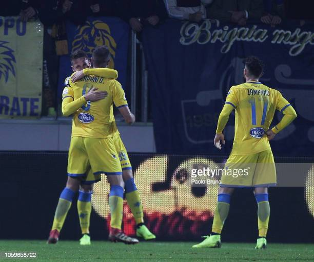 Andrea Pinamonti of Frosinone Calcio celebrates with team mates after scoring the team's first goal during the Serie A match between Frosinone Calcio...
