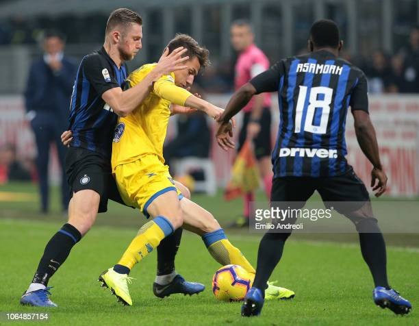 Andrea Pinamonti of Frosinone Calcio competes for the ball with Milan Skriniar of FC Internazionale during the Serie A match between FC...