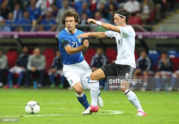 Andrea Pirlo Mesut Oezil Özil Sport Fußball Fussball UEFA EM Europameisterschaft Euro 2012 Halbfinale Saison 2011 DFB GER BRDeutschland vs Italien...